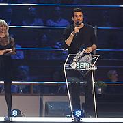 NLD/Utrecht/20150409 - Uitreiking 3FM Awards 2015, Jaqueline Govaert overhandigt Dotan een award