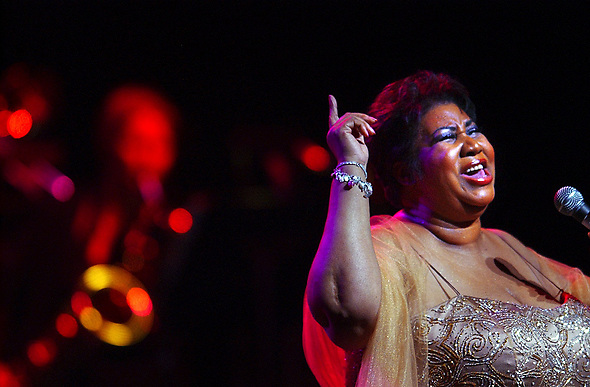 2005: Clearwater, Florida, U.S.: ARETHA LOUISE FRANKLIN, 62, at Ruth Eckerd Hall finger to the heavens, preforms 'Giving Him Something He Can Feel'. 'The Queen of Soul', American soul, R&B, pop and gospel singer, songwriter, born Memphis, Tennessee, March 25, 1942. First women in Rock&Roll Hall of Fame. One of best-selling musical artists of all time. 1956 at 14, recorded gospel songs for first album as a musical prodigy at her father was Minster, Detroit's New Bethel Baptist Church. Single mom at 14, single mom of two boys by 16. Columbia Records signed her at 18. 1967 bolted to Atlantic. Monster commercial successes with songs ''Respect'' and acclaimed albums: I Never Loved a Man the Way I Love You (1967), Lady Soul (1968), Young, Gifted and Black (1972). (Credit Image: ©Tampa Bay Times via ZUMA Wire)