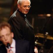 NLD/Utrecht/20060319 - Gala van het Nederlandse lied 2006, Dick Bakker, dirigent Metropole Orkest