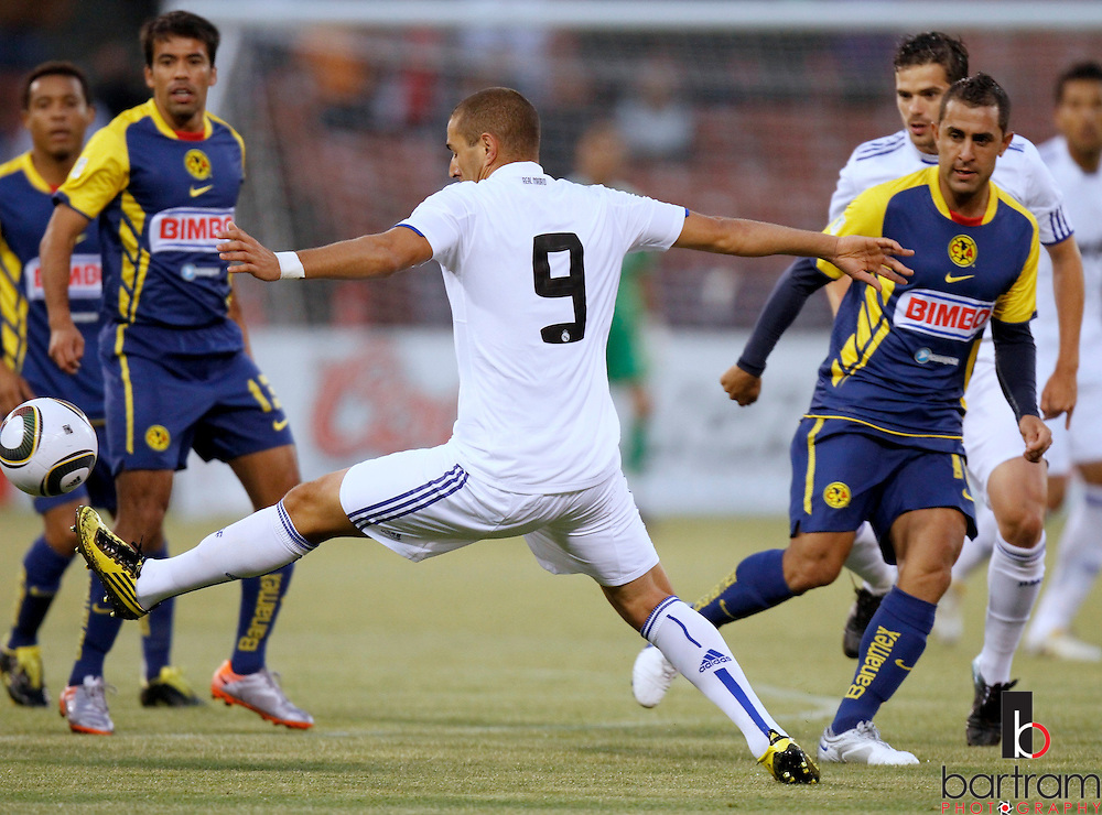 Real Madrid's Karim Benzema reaches for the ball in front of Club America players during their preseason exhibition soccer match at Candlestick Park in San Francisco, California. REUTERS/Kevin Bartram