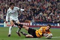 Fotball<br /> Champions League 2004/05<br /> Real Madrid v Bayer Leverkusen<br /> Gruppe B<br /> 23. november 2004<br /> Foto: Digitalsport<br /> NORWAY ONLY<br /> RAUL (REA) / JORG BUTT (LEV)