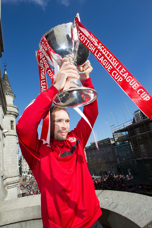 ABERDEEN FC OPEN TOP BUS PARADE THROUGH THE CITY TO CELEBRATE THE CLUBS LEAGUE CUP WIN. RUSSELL ANDERSON<br /> PIC DEREK IRONSIDE / NEWSLINE MEDIA