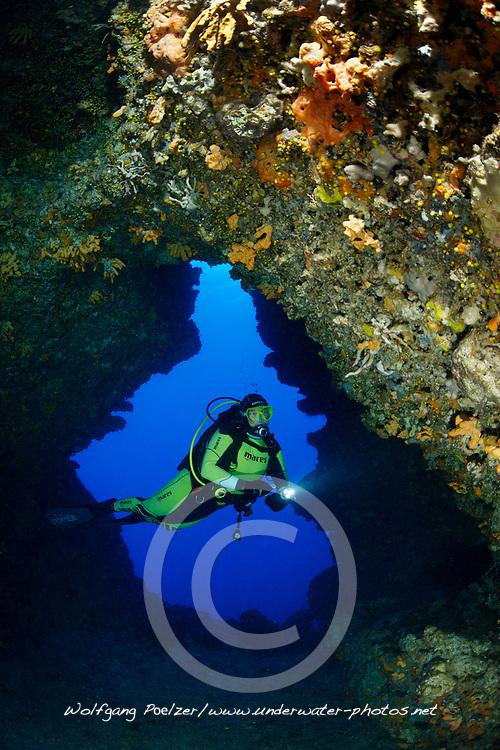 Grotte ( Rt. Kabal ) und Taucher, Grotto  ( Rt. Kabal ) with scuba diver, Adria, Adriatisches Meer, Mittelmeer, Insel Brac, Dalmatien, Kroatien, Adriatic Sea, Mediterranean Sea, Island Brac, Dalmatia, Croatia, MR Yes