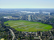 Nederland, Noord-Holland, Amsterdam;  03-23-2020; Amsterdam-Noord, Kadoelen en Tuindorp Oostzaan. In het midden Polder Wilmkebreek. Op het tweede plan het IJ en bebouwing binnenstad Amsterdam.<br /> Amsterdam-North, polder within the bounderies of the city. Skyline inner city.<br /> luchtfoto (toeslag op standard tarieven);<br /> aerial photo (additional fee required)<br /> copyright © 2020 foto/photo Siebe Swart