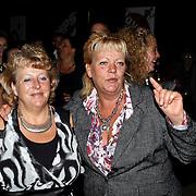 NLD/Amsterdam/20081107 - CD presentatie Gordon, zusters Gordon dansend