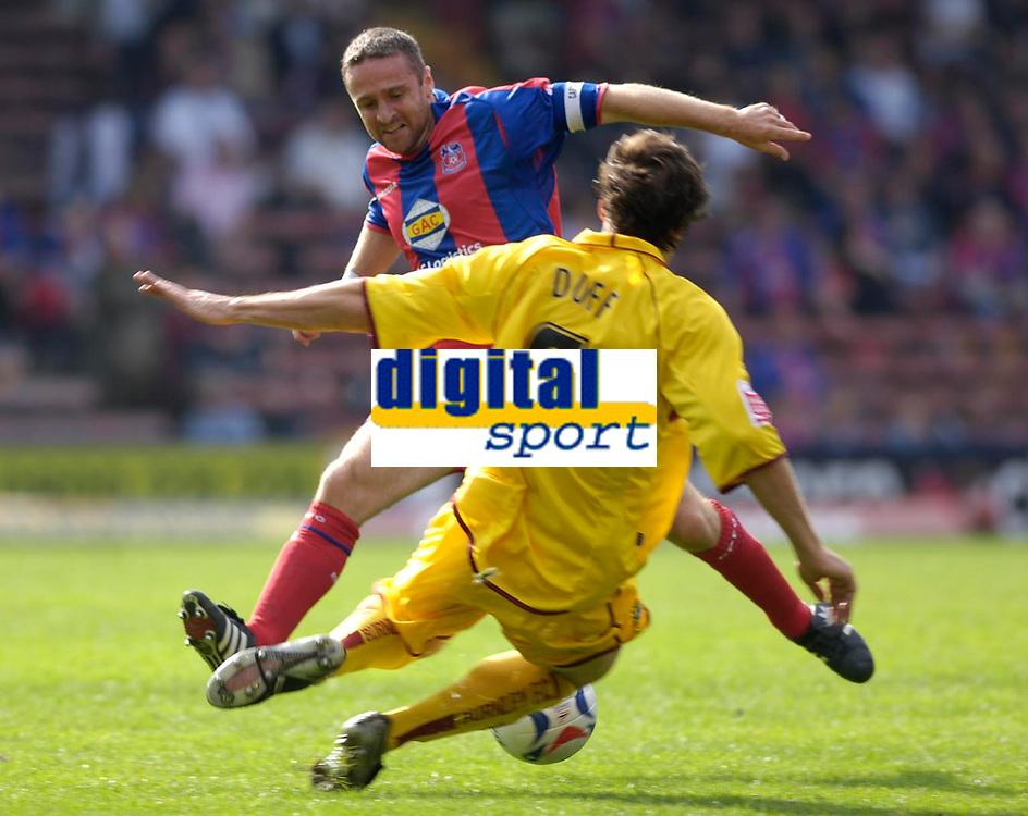 Photo: Daniel Hambury.<br />Crystal Palace v Burnley. Coca Cola Championship. 26/08/2006.<br />Palace's Michael Hughes and Burnley's Michael Duff battle.