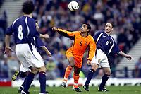 Fotball<br /> Play Off EM 2004<br /> 15.11.2003<br /> Skottland v Nederland 1-0<br /> Foto: Digitalsport<br /> Norway Only<br /> <br /> glasgow , 15-11-2003 , hampden park , schotland - nederland 1-0 , play-off voor het ek2004 . giovanni van bronckhorst en paul dickov