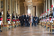 Staatsbezoek aan Frankrijk dag 2 - Ontvangst door de burgemeester van Parijs in Hotel de Ville<br /> <br /> State Visit to France Day 2 - King and Queen visit the mayor of Paris at the Hotel de Ville<br /> <br /> Op de foto / On the photo:   Koning Willem Alexander en Koningin Maxima met mevrouw A. Hidalgo, burgemeester van Parijs nemen deel aan het delegatiegesprek <br /> <br /> King Willem Alexander and Queen Maxima with Mrs A. Hidalgo, mayor of Paris join the delegation meeting