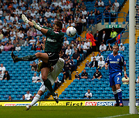 Fotball<br /> Foto: SBI/Digitalsport<br /> NORWAY ONLY<br /> <br /> Leeds United v Millwall<br /> Coca Cola Championship.<br /> 07/08/2005.<br /> <br /> Leeds' David Healy beats goalkeeper Andy Marshall to the ball to give Leeds the lead