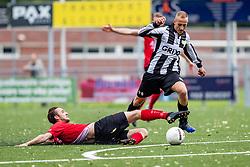 10-06-2019: Voetbal: ESTO v RKDES: Alphen aan den Rijn<br /> 2e klasse/3e klasse 2e C en D – 3e Hoog A en B VOORJAAR - Seizoen 2018-2019<br /> (L-R) #5 Maarten van Putten (RKDES) haalt de doorgebroken #9 Kevin Duthler (Esto) neer en krijgt rood