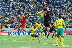11.06.2010, Soccer City Stadium, Johannesburg, RSA, FIFA WM 2010, Südafrika vs Mexico im Bild Guillermo Franco of Mexico heads on goal, EXPA Pictures © 2010, PhotoCredit: EXPA/ IPS/ Mark Atkins / SPORTIDA PHOTO AGENCY