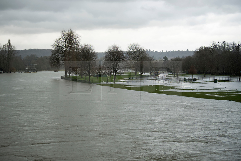 © Licensed to London News Pictures. 05/02/2021. Henley-On-Thanmes, UK. Flood water covers fields next to the River Thames at Henley-On-Thames, Oxfordshire where the river has broken its banks.  Large parts of the UK experience more wet conditions which is expected to bring further flooding. Photo credit: Ben Cawthra/LNP