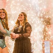 NLD/Hilversum//20170218 - Finale The Voice of Holland 2017, Isabel Provoost en winnende Pleun Bierbooms