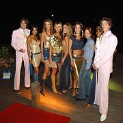 Premiere Goldmember Amsterdam, V8 models, vlnr. Reshma Roopram, Corine Haacke, Sylvia Schrama, Leoni Rozenga, Tessa Brix, Sijtje Terpstra, Maaike Harper en de Broertjes