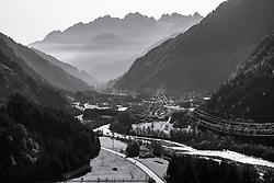 THEMENBILD - Übersicht in einer Schwarzweißfotografie auf das Iseltal bei Huben, im Hintergrund die Lienzer Dolomiten. Aufgenommen in Oberpeischlach am Samstag 7. November 2020 // Overview in a black and white photograph of the Iseltal near Huben, in the background the Lienz Dolomites. Osttirol, Austria on Saturday November 7th, 2020. EXPA Pictures © 2020, PhotoCredit: EXPA/ Johann Groder