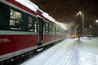Bialystok, 16.01.2021. Gwaltowny atak zimy, w ciagu paru godzin przybylo kilkanascie centymetrow sniegu N/z pociag osobowy do Elku fot Michal Kosc / AGENCJA WSCHOD