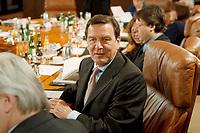 13.01.1999, Deutschland/Bonn:<br /> Gerhard Schröder, SPD, Bundeskanzler, vor der Sitzung des Bundeskabinetts, Bundeskanzleramt, Bonn<br /> IMAGE: 19990113-01/01-30<br /> KEYWORDS: Kabinett, Gerhard Schroeder