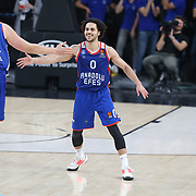 Anadolu Efes's Shane Larkin and FC Bayern Munich's during their Turkish Airlines Euroleague Basketball Regular Season Round 11 match Anadolu Efes between FC Bayern Munich at the Sinan Erdem Dome on November 29, 2019 in Istanbul, Turkey. Photo by Aykut AKICI/TURKPIX