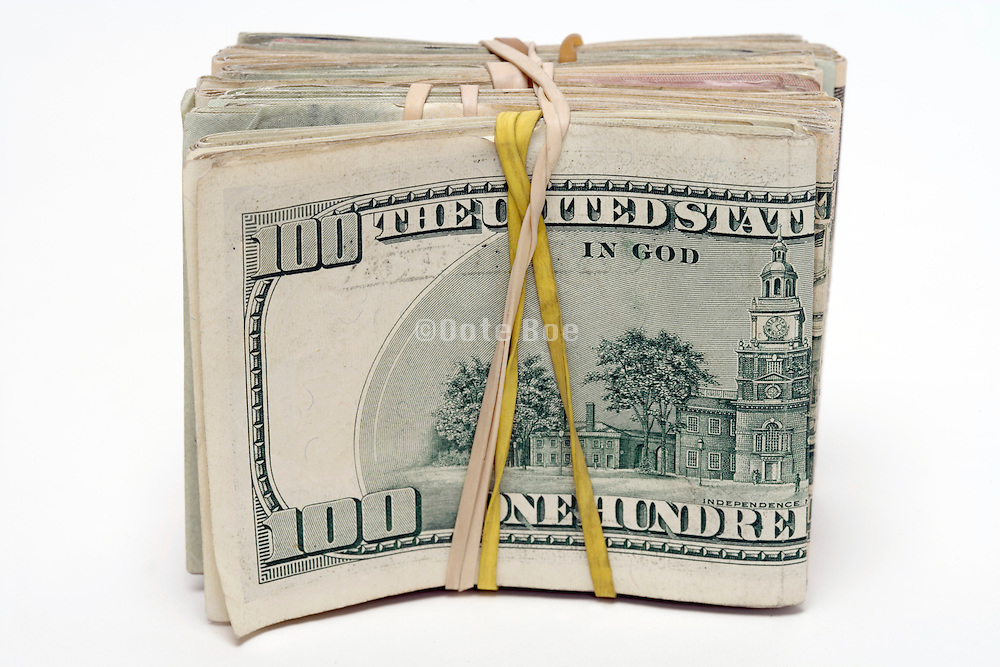 a stack of 100 dollar bills hold together with rubber band strings