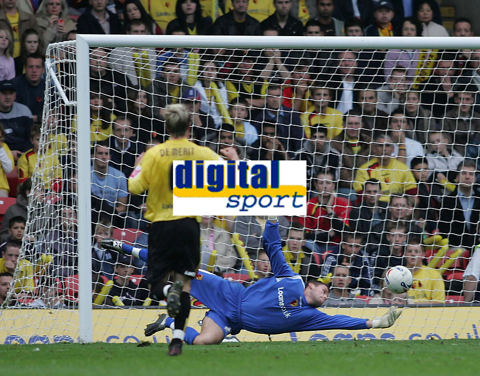 Photo: Lee Earle.<br /> Watford v Wolverhampton Wanderers. Coca Cola Championship. 29/10/2005. Watford keeper Ben Foster makes a save from another Wolves attack.