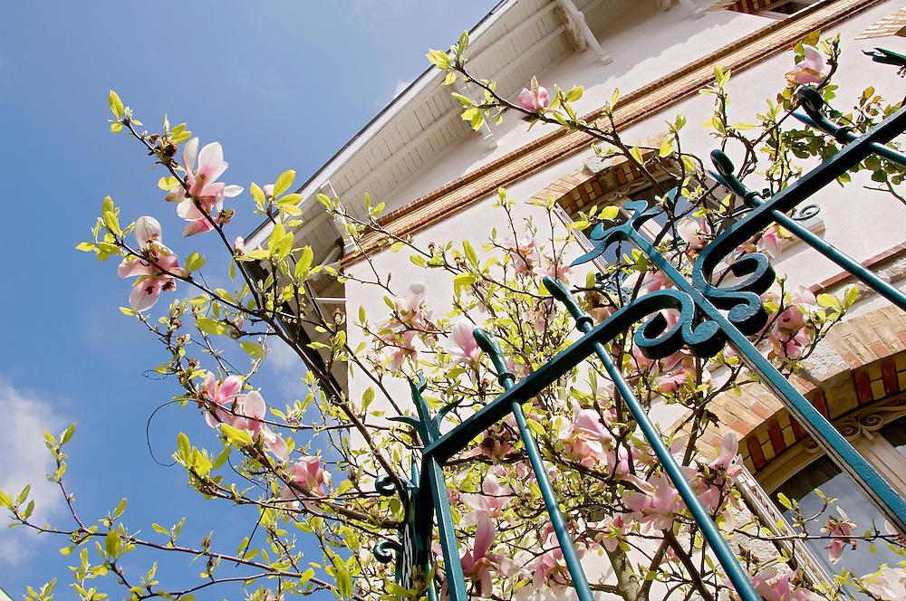 Maison architecture 1900, Fontainebleau, Paris-Ile-de-France, France.<br /> House, 1900 style, Fontainebleau, Paris-Ile-de-France region, France.