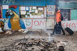 """Dschungel von Calais: Das wilde Fl¸chtlingslager wird ger‰umt und die Fl¸chtlinge in Aufnahmezentren verteilt / 241016 ***Calais, Pas-de-Calais, France - 24.10.2016    <br />  <br /> Start of the eviction on the so called îJungle"""" refugee camp on the outskirts of the French city of Calais. Refugees and migrants leaving the camp to get with buses to asylum facilities in the entire country. Many thousands of migrants and refugees are waiting in some cases for years in the port city in the hope of being able to cross the English Channel to Britain. French authorities announced a week ago that they will evict the camp where currently up to up to 10,000 people live.<br /> <br /> <br /> Beginn der Raeumung des so genannte îJungleî-Fluechtlingscamp in der franzˆsischen Hafenstadt Calais. Fluechtlinge und Migranten verlassen das Camp um mit Bussen zu unterschiedlichen Asyleinrichtungen gebracht zu werden. Viele tausend Migranten und Fluechtlinge harren teilweise seit Jahren in der Hafenstadt aus in der Hoffnung den Aermelkanal nach Groflbritannien ueberqueren zu koennen. Die franzoesischen Behoerden kuendigten vor einigen Wochen an, dass sie das Camp, indem derzeit bis zu bis zu 10.000 Menschen leben raeumen werden. <br /> <br /> Photo: Bjoern Kietzmann"""