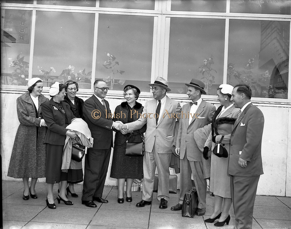 05/10/1954<br /> 10/05/1954<br /> 05 October 1954<br /> American businessmen in Ireland. Picture shows the businessmen being welcomed at Dublin Airport.