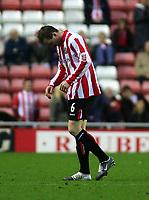 Fotball<br /> England 2004/2005<br /> Foto: SBI/Digitalsport<br /> NORWAY ONLY<br /> <br /> Sunderland v West Ham United<br /> Coca-Cola Championship, Stadium of Light, Sunderland 04/12/2004.<br /> <br /> Sunderland's Steven Caldwell trudges off the field having been shown the red card.