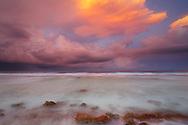 Atardecer sobre el Oceano Pacífico, Rangiroa, Archipiélago Tuamotu, Polinesia Francesa