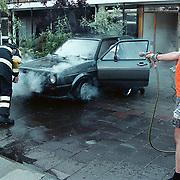 Autobrand Logger Huizen, eigenaar blust in korte broek