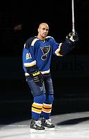Ishockey  Datum: Datum: 12.10.2006  <br /> Jamal Mayers (St. Louis Blues) während der Mannschaftsvorstellung - <br /> Vdig, hoch, Umarmung, umarmen, Jubel, jubeln NHL 2006/2007 Chicago Freude,  Eishockey Herren Mannschaft USA Gruppenbild optimistisch Aktion Personen<br /> Norway only