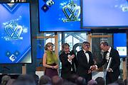 Koningin Máxima reikt op donderdag 26 mei in Eindhoven de Koning Willem I Prijs 2016 en de Koning Willem I Plaquette voor Duurzaam Ondernemerschap 2016 uit in Radio Royaal, Eindhoven.De Koning Willem I Prijs is een ondernemingsprijs die sinds 1958 tweejaarlijks wordt toegekend door de Koning Willem I Stichting.<br /> <br /> Queen Máxima presented on Thursday, May 26 in Eindhoven, the King Willem I Award in 2016 and the King William I Plaque for Sustainable Entrepreneurship 2016 in Radio Generous, Eindhoven.De King Willem I Prize is a company prize awarded biennially since 1958 by King William I Foundation.<br /> <br /> Op de foto:  Koningin Maxima met  CEO van Koppert Cress, winnaar van de Koning Willem 1 Plaquette voor Duurzaam Ondernemerschap