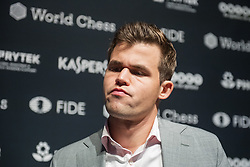 November 10, 2018 - London, GREAT BRITAIN - 181110 Magnus Carlsen of Norway during a press conference after round 2 of The FIDE World Chess Championship 2018 on November 10, 2018 in London. .Photo: Fredrik Varfjell / BILDBYRÃ…N / kod FV / 150158 (Credit Image: © Fredrik Varfjell/Bildbyran via ZUMA Press)