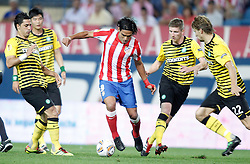 15.09.2011, Vicente Calderon Stadion, Madrid, ESP, UEFA EL, Atletico Madrid vs Celtic Glasgow, im Bild Atletico de Madrid's Radamel Falcao against Celtic Glasgow's Beram Kayal, Ki Sung Yong, Mark Wilson and Glenn Loovens and // durin during UEFA Europa League match between Atletico Madrid and Celtic Glasgow atVicente Calderon Stadion, Madrid, Spain on 15/09/2011. EXPA Pictures © 2011, PhotoCredit: EXPA/ Alterphoto/ Alvaro Hernandez +++++ ATTENTION - OUT OF SPAIN/(ESP) +++++