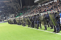 November 5, 2017 - Saint Etienne - Stade Geoffroy, France - Envahissement du terrain par les supporters - crs  (Credit Image: © Panoramic via ZUMA Press)