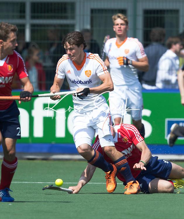 WASSENAAR - Hockey - Wouter Jolie.    Het Nederlands hockeyteam mannen speelde maandag een oefenwedstrijd  tegen Engeland (3--2) , ter voorbereiding aan het WK hockey dat op 31 mei in Den Haag van start gaat. COPYRIGHT KOEN SUYK