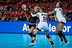 08-12-2019 JAP: Netherlands - Germany, Kumamoto<br /> First match Main Round Group1 at 24th IHF Women's Handball World Championship, Netherlands lost the first match against Germany with 23-25. / Estavana Polman #79 of Netherlands, Julia Behnke #13 of Germany, Alicia Stolle #17 of Germany