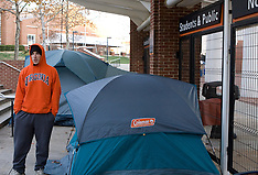 20071123 - UVA fans camp out (News)