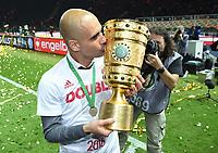 Jubel Trainer Josep ''Pep'' Guardiola (Bayern) mit Pokal<br /> 21.05.2016, Fussball, DFB-Pokal, Finale 2016, FC Bayern München - Borussia Dortmund<br /> Norway only
