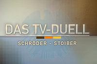 """07 AUG 2002, BERLIN/GERMANY:<br /> Schild """"Das TV-Duell Schroeder-Stoiber"""", Pressekonferenz von ARD und ZDF zu den bevorstehenden TV Duellen zwischen Kanzler und Unions-Kanzlerkandidat, Museum fuer Kommunikation<br /> IMAGE: 20020807-01-017<br /> KEYWORDS: Fernsehduell, Duell, Wahlkampf, Polit-Talk,"""