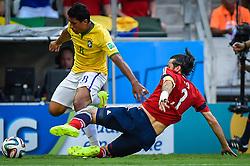 Paulinho em lance da partida entre Brasil x Colombia, válida pelas quartas de final da Copa do Mundo 2014, no Estádio Castelão, em Fortaleza-CE. FOTO: Jefferson Bernardes/ Vipcomm