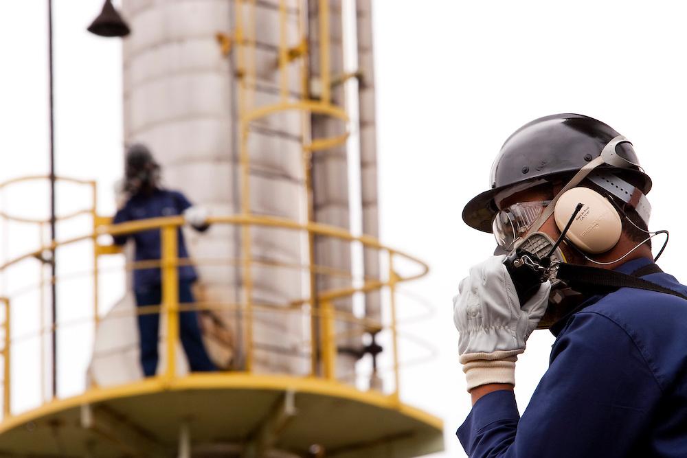 Ouro Branco_MG, Brasil...Setor carboquimico de uma siderurgica. ..A coal chemical sector rolling. ..Foto: LEO DRUMOND / NITRO