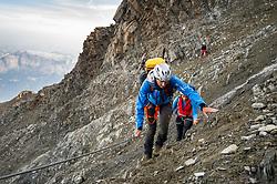 """THEMENBILD - Bergsteiger durchqueren das steinschlaggefährdende """"Grand Couloir du Gouter"""" am Normalweg zum Mont Blanc. Der Mont Blanc ist mit 4810 m Höhe der höchste Berg der Alpen und der Europäischen Union. Aufgenommen am 06.08.2018 in Chamonix, Frankreich // Mountaineers on the """"Grand Couloir du Gouter"""" to Mont Blanc. Mont Blanc (4810m) is the highest Mountain of the Alps and the European Union. Chamonix, France on 2018/08/06. EXPA Pictures © 2018, PhotoCredit: EXPA/ Michael Gruber"""