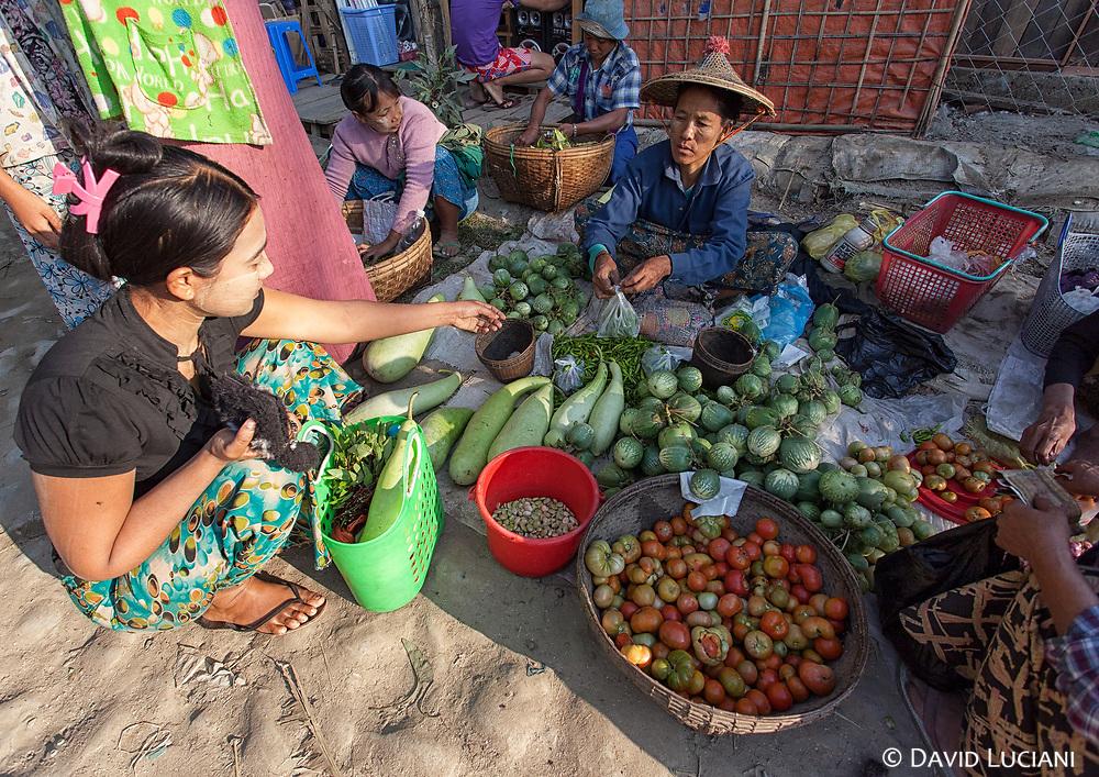 Market scenery in Gyeiktaw Village.