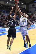 DESCRIZIONE : Cremona Lega A 2015-2016 Vanoli Cremona Pasta Reggia Caserta<br /> GIOCATORE : Deron Washington Daniele Cinciarini<br /> SQUADRA : Pasta Reggia Caserta  Vanoli Cremona<br /> EVENTO : Campionato Lega A 2015-2016<br /> GARA : Vanoli Cremona Pasta Reggia Caserta<br /> DATA : 18/10/2015<br /> CATEGORIA : Rimbalzo Coppia<br /> SPORT : Pallacanestro<br /> AUTORE : Agenzia Ciamillo-Castoria/F.Zovadelli<br /> GALLERIA : Lega Basket A 2015-2016<br /> FOTONOTIZIA : Cremona Campionato Italiano Lega A 2015-16  Vanoli Cremona Pasta Reggia Caserta<br /> PREDEFINITA : <br /> F Zovadelli/Ciamillo