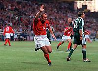 Alan Shearer celebrates scoring England's goal. England v Germany. Euro 2000. Chaleroi, Belgium 17/6/00. Credit: Colorsport / Andrew Cowie.