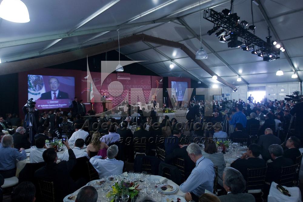Toluca, Méx.- Felipe Calderon Hinojosa, presidente de Mexico, durante su conferencia magistral en la 8 edicion de la Cumbre de Negocios denominada Tiempo de despegar: Acciones para el cambio; en el centro cultural mexiquense de esta ciudad. Agencia MVT / Mario Vazquez de la Torre. (DIGITAL)