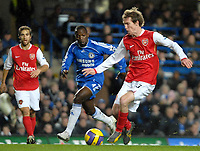 Photo: Ed Godden.<br /> Chelsea v Arsenal. The Barclays Premiership. 10/12/2006.<br /> Chelsea's Claude Makelele (L), approaches Alexander Hleb.