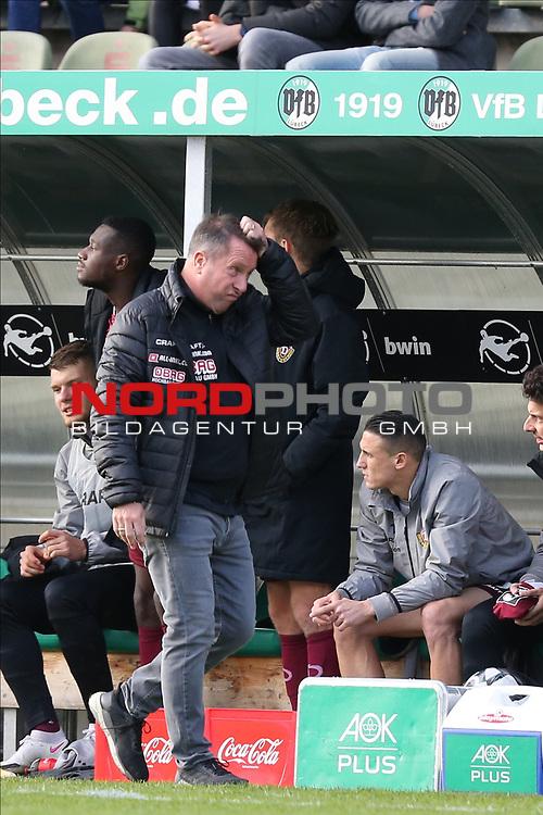 17.10.2020, Dietmar-Scholze-Stadion an der Lohmuehle, Luebeck, GER, 3. Liga, VfB Luebeck vs SG Dynamo Dresden <br /> <br /> im Bild / picture shows <br /> Trainer Markus Kauczinski (SG Dynamo Dresden) rauft sich die Haare<br /> <br /> DFB REGULATIONS PROHIBIT ANY USE OF PHOTOGRAPHS AS IMAGE SEQUENCES AND/OR QUASI-VIDEO.<br /> <br /> Foto © nordphoto / Tauchnitz