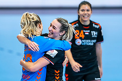 Tess Wester of Netherlands, Lois Abbingh of Netherlands celebrate after the Women's EHF Euro 2020 match between Netherlands and Hungry at Sydbank Arena on december 08, 2020 in Kolding, Denmark (Photo by RHF Agency/Ronald Hoogendoorn)
